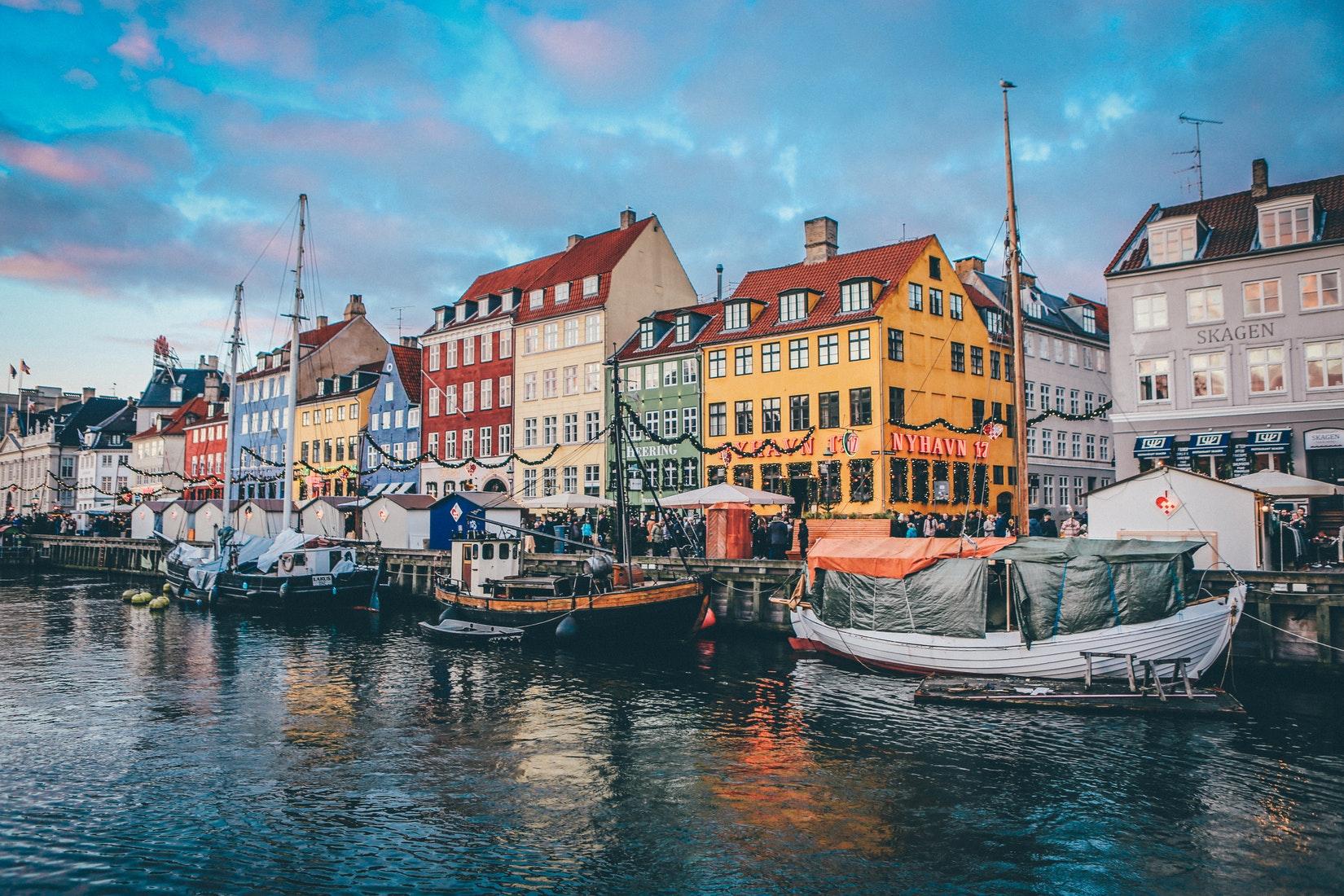 Hafen in Copenhagen mit Schiffen