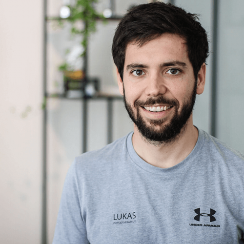 lukas physiotherapeut bei therapie salzburg partner von maikai more than fitness
