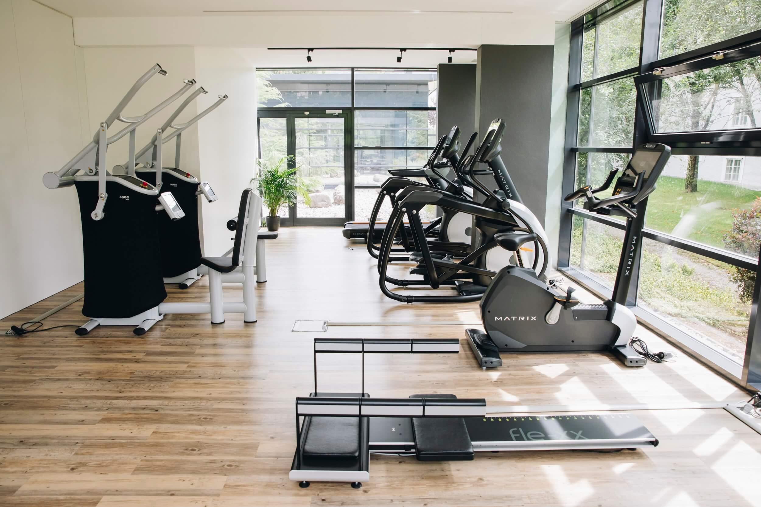 Cardiogeräte und Kraftgeräte im Fitnessstudio MAIKAI in Salzburg